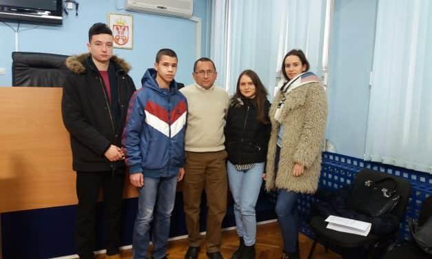 Средњошколци и студенти потписали уговоре о додели стипендија