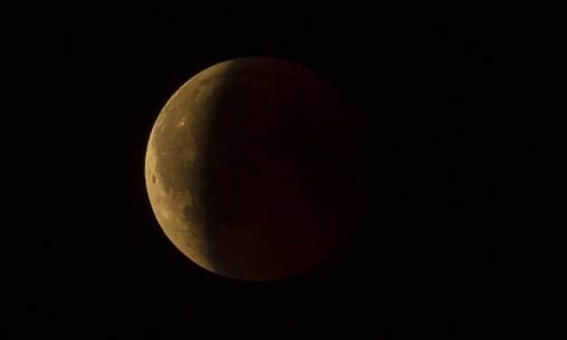 Вечерас прво помрачење Месеца у овој години