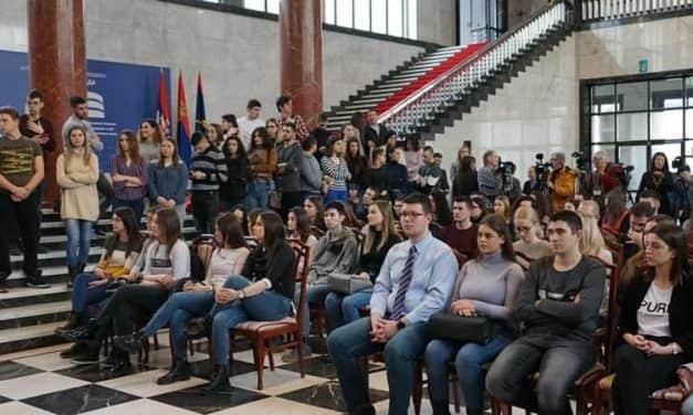 Новчана помоћ најбољим студентима из избегличких породица