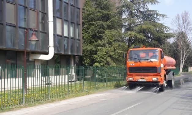Дезинфекција улица у насељеним местима општине