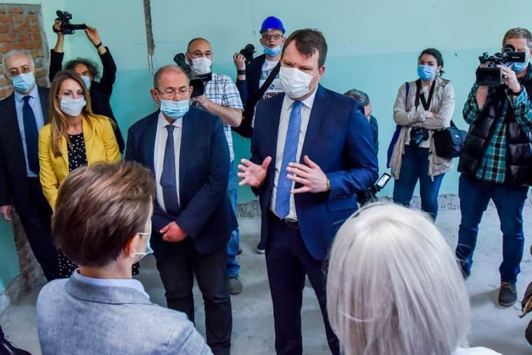 Мировић и Брнабићева обишли радове на реконструкцији Клинике за интерне болести КЦВ